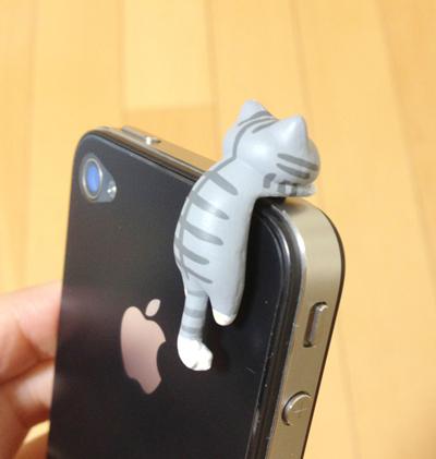 にゃんこ型イヤフォンジャックカバーをiPhoneに装着(3)